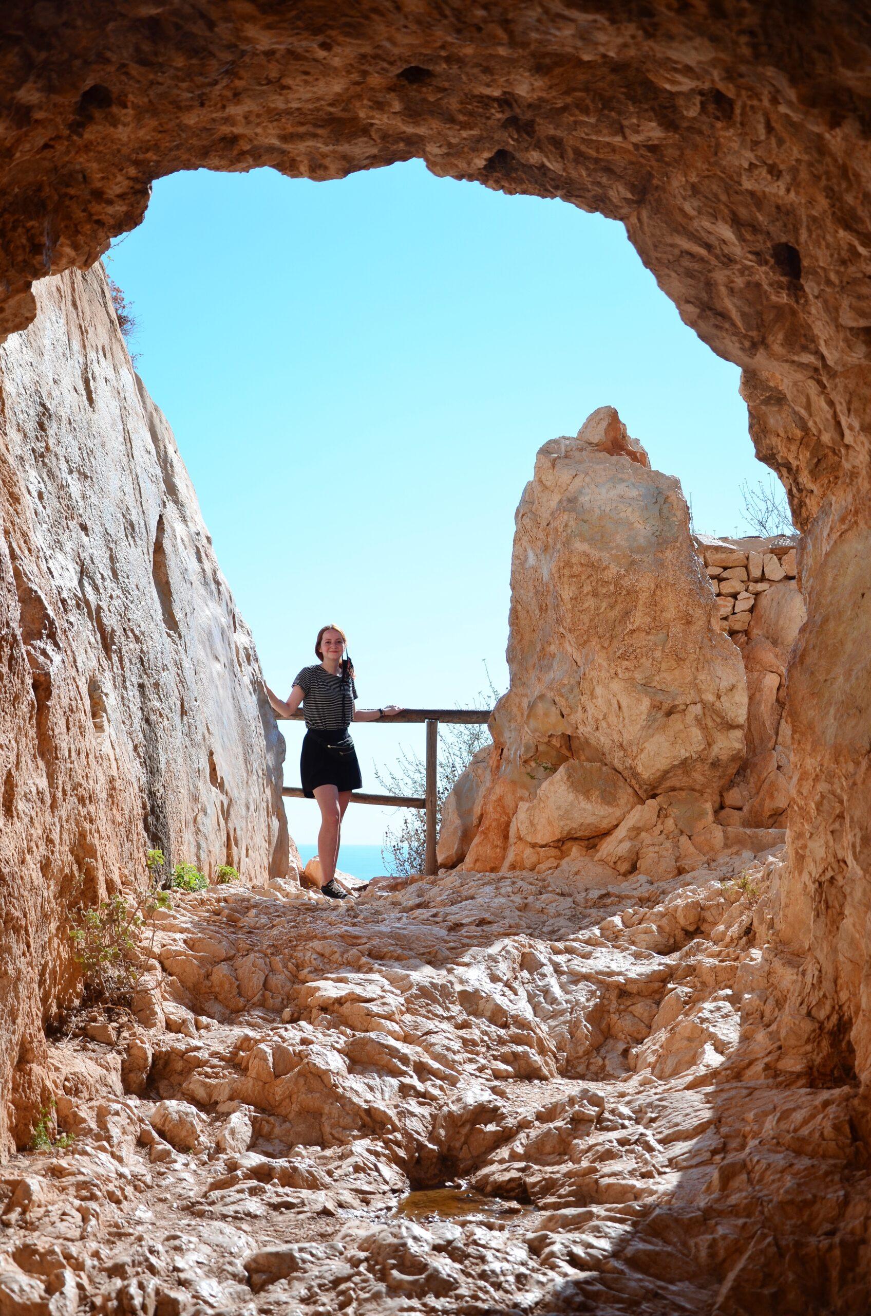 Jaskinia w drodze na Ifach